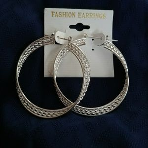 SILVER TONE DOUBLE TWISTED HOOP PAIR EARRINGS NEW